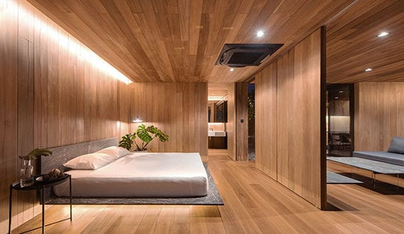 modernes-und-gemütliches-schlafzimmer-mit-holzverkleidung-und-indirekter-wandbeleuchtung-im-minimalistischen-rooftop-haus-von-WARchitect