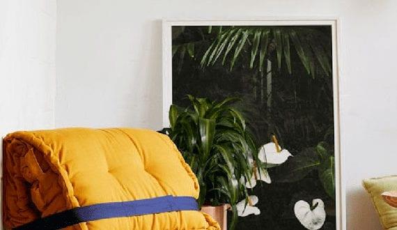 coole-idee-für-sitzgelegenheit-mit-einem-diy-sessel-aus-matratzenkissen-als-akzentmöbel-im-raum