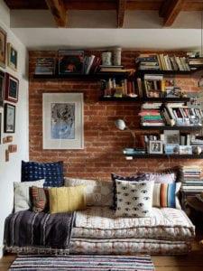 diy-tagesbett-aus-matratzenkissen-als-coole-alternative-zum-sofa