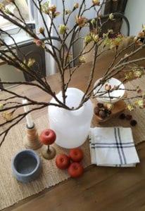elegante-herbstdeko-für-den-esstisch-im-rustikalen-stil-selber-machen
