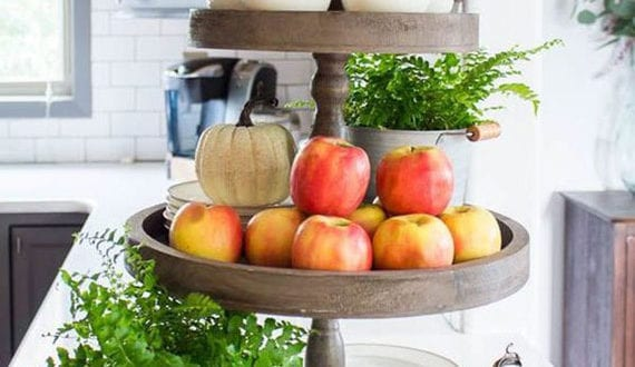 elegante-küchendeko-mit-obst-für-eine-frühliche-herbstliche-stimmung