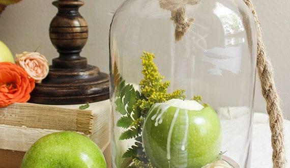 herbstlich-dekorieren-mit-äpfeln,-kerzen-und-blumen_-herbstzauber-zuhause-gestalten