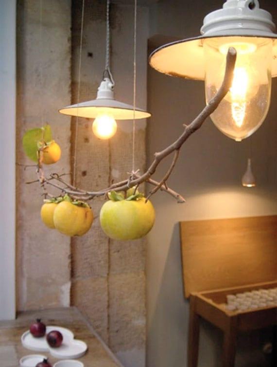 apfelzweig mit gelben früchten als originelle idee für hängende herbstdeko