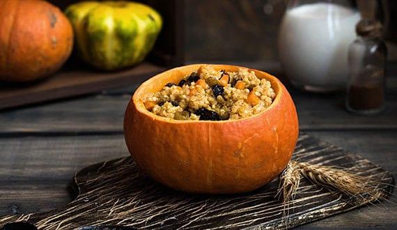 kürbis-als-servierschale-für-hauptgerichte,-beilagen,-suppen,-deps-und-desserts_einfache-und-leckere-Kürbis-Rezepte-für-Herbstpartys