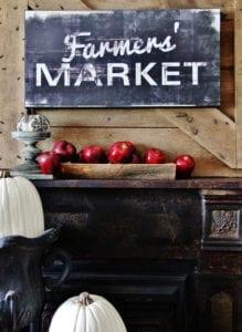 rustikale-herbstdeko-mit-roten-äpfeln-als-coole-idee-für-frischer-farbakzent-im-raum
