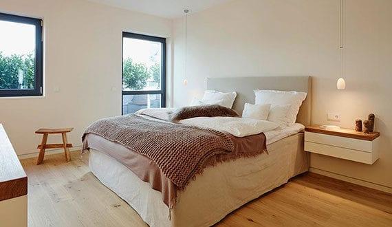 schlafen-im-boxspringbett_gemütliche-schlafzimmergestaltung-mit-gemütlichem-bett
