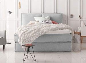 stilvolle-Schlafzimmereinrichtung-mit-Designer-Boxspringbett