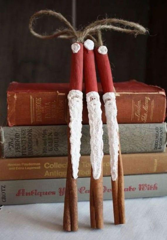 diy weihnachtsdeko aus zimtstangen als weihnachtsman-baumschmuck