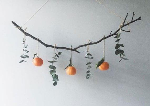 attraktive hängedeko aus mandarinen, Eukalyptus und zweig selber machen