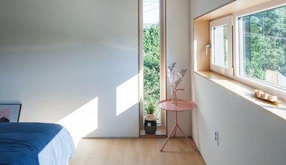 fensterplatz-im-schlafzimmer-sinnvoll-einrichten-und-stilvoll-dekorieren