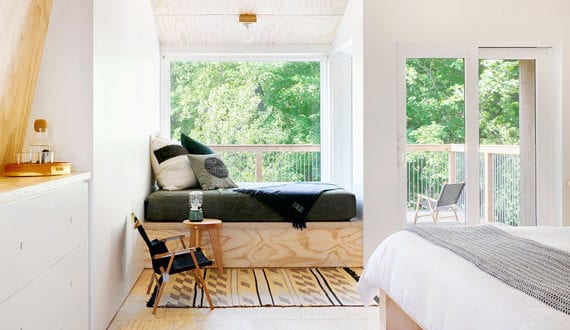 fensterplatz-im-schlafzimmer-sinnvoll-und-attraktiv-einrichten-mit-einer-fenstersitzbank
