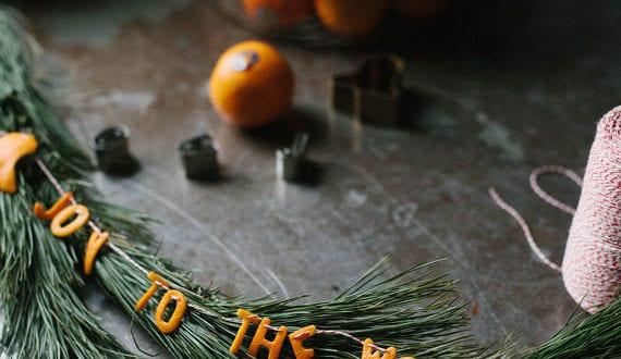 inspirierende-und-coole-deko-ideen-zu-weihnachten-mit-wintermotiven-und-girlanden-aus-orangenschale