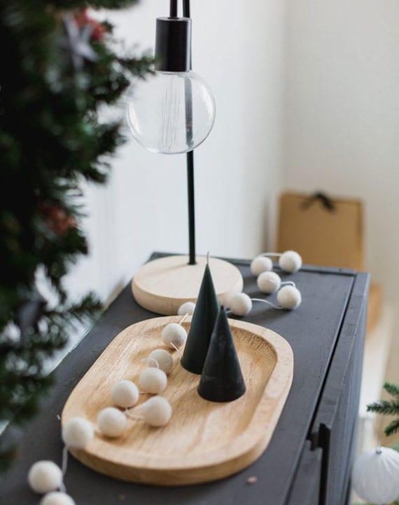 einfache bastelidee für DIY Kegelkerzen als schöne Deko und kreatives Geschenk zu Weihnachten