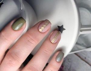 coole-winter-gelnägel-design-ideen-für-elegante-maniküre-in-gold-und-grün