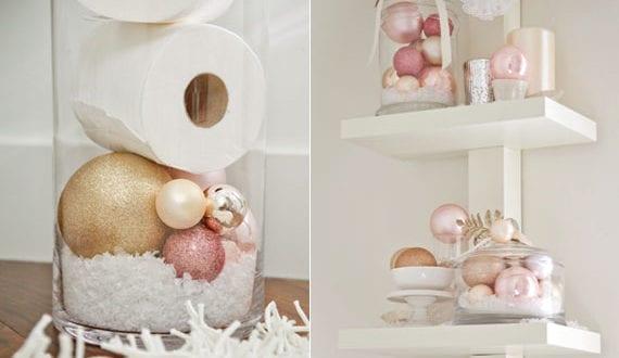 festliche-deko-mit-weihnachtskugeln-im-bad