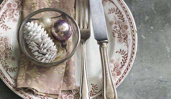 inspirationen-für-eine-besondere-und-elegante-deko-mit-weihnachtskugeln