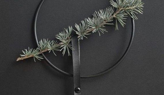 moderne-und-stilvolle-deko-mit-weihnachtskugeln-für-wand