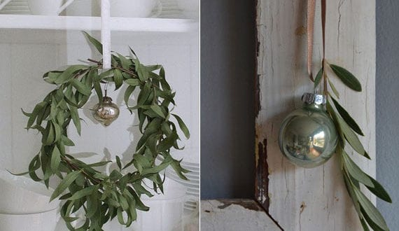 rustikale-deko-mit-weihnachtskugeln-und-olivenzweigen
