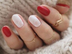 schöne-winter-gelnägel-zu-weihnachten-in-rot-und-weiß