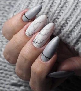 winter-gelnägel-idee-für-elegante-maniküre-in-marmoroptik
