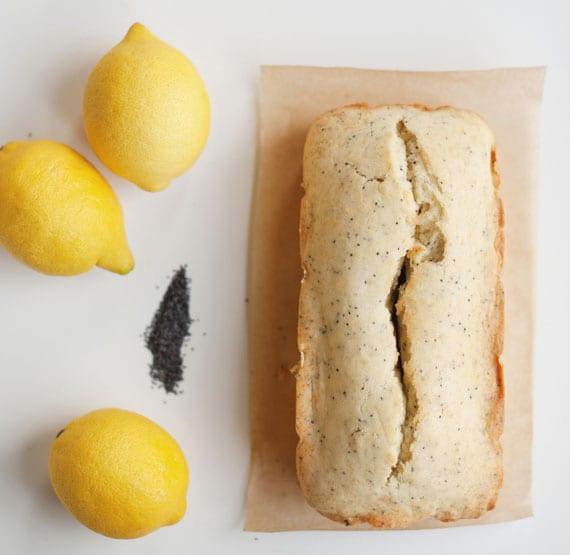 schnelle und einfache backrezept für hausgemachtes brot mit Mohnsamen und herrlichem Zitronengeschmack