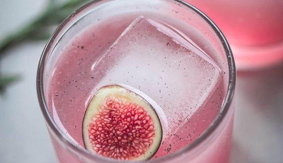 Liebe-Cocktails-zum-Verlieben_wodka-cocktail-mit-feige-und-vanille-geschmack