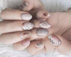boho-nails_tolle-nageldesign-ideen-für-stilvolle-nagelgestaltung-in-neutralfarben