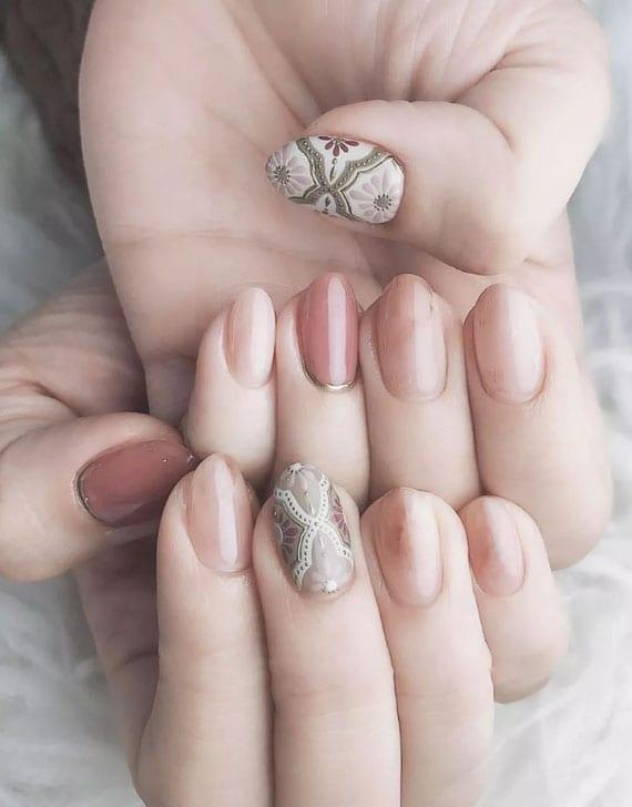 coole idee für schöne maniküre in rosa und grün mit marmornägel und akzent nägel im boho-look