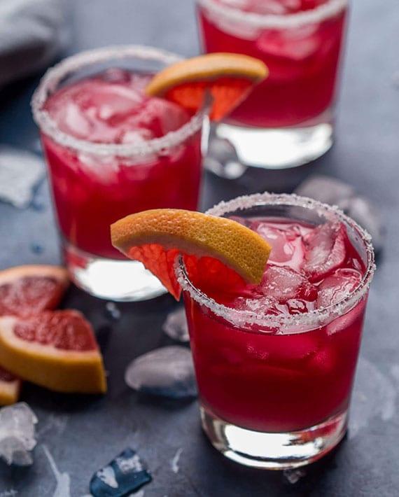 cocktail rezept für pink margarita mit Tequila Silver,Grapefruitsaft, Agavensirup und Tee aus Hibiskus
