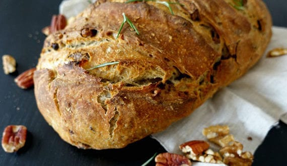 leckeres-Pekan-und-Walnüsse-Rosmarin-Brot-selber-backen-im-Backofen