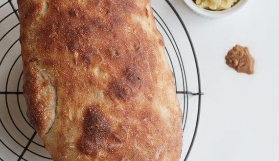 leckeres-brot-selber-backen-im-Backofen_brotrezept-mit–zwiebel-und-kartoffeln