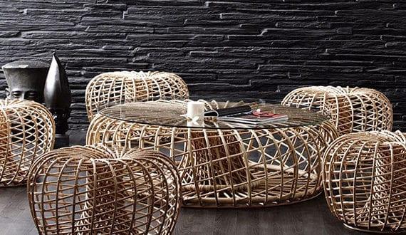 moderne-rattanmöbel-mit-originellem-design-für-schlichte-und-elegante-zimmereinrichtung-mit-sitzgruppe-aus-holz