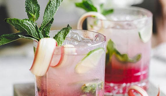 pink-cocktail-ideen-zum-selbermixen-am-valentinstag_Rhabarber-Minze-Mojito