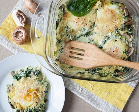 rezept für leckere malhzeit nach dem training mit spinat, champignons, eiern und parmesan