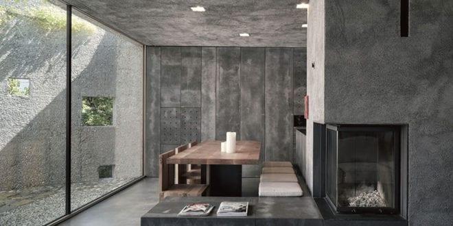 außergewöhnlicher-betonbau_modernes-haus-mit-minimalistischem-interieur-in-dunklem-betonoptik
