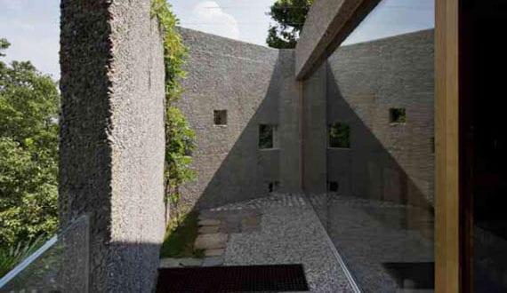 betonbau-aus-gewaschenem-beton_außergewöhnliches-familienhaus-in-der-schweiz