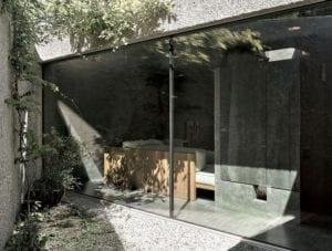 betonbau-in-caviano_dreigeschoßiges--wohnhaus-mit-kleinem-vorgarten