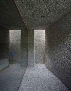 betonhaus-mit-moderner-arhitektur-und-bewusstem-einsatz-von-material