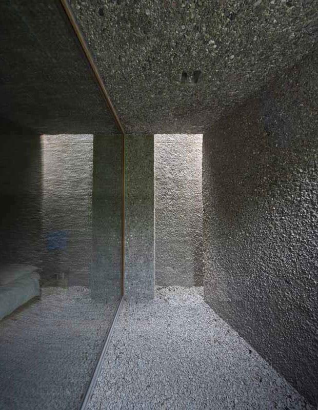 coole idee für schlafzimmer mit überdachter terrasse mit kiesboden und oberlicht für natürliche raumbereuchtung