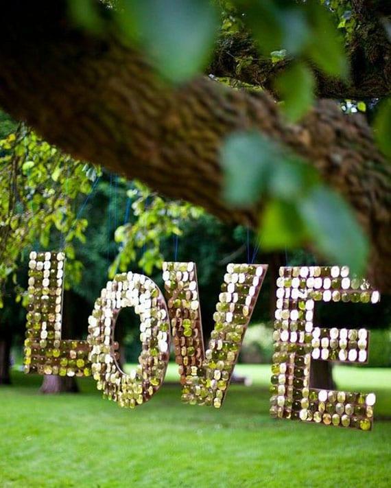 Paillette-Monogramm zum Valentinstag selber basteln als coole deko für den garten