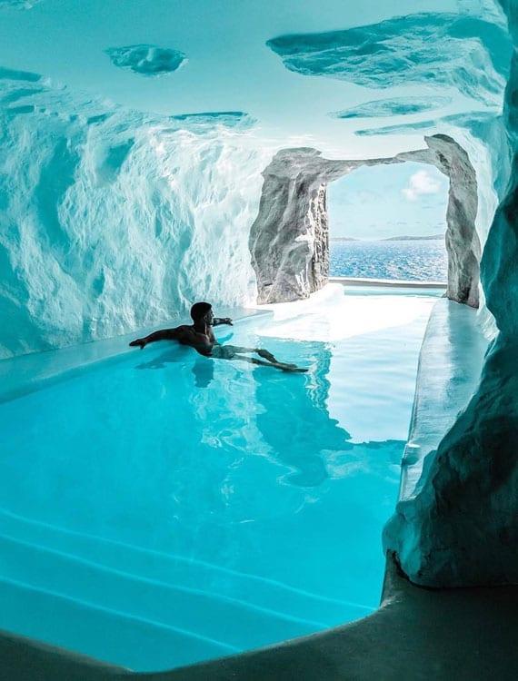 traumurlaum in Mykonos_luxus hotel mit infinity pool in einer Höhle
