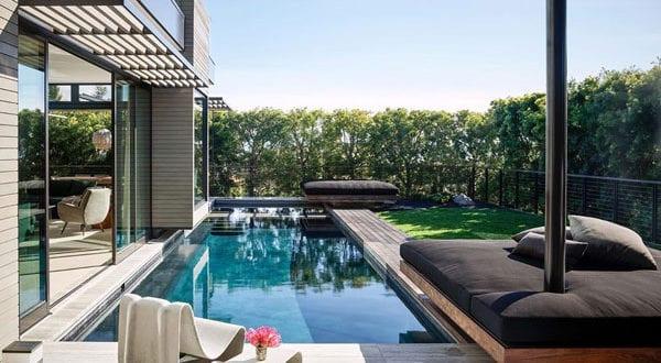 garten-mit-pool-direkt-hinter-dem-haus_coole-ideen-für-coole-gartengestaltung-mit-einem-kleinen-schwimmbecken