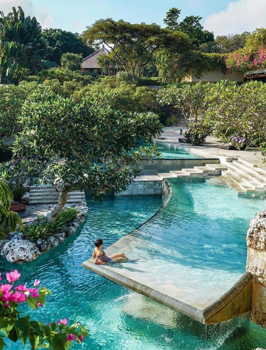 fantasievolle garten design ideen mit einem terrasiertem schwimmbecken