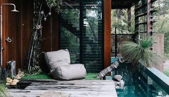 garten-mit-pool_tolle-ideen-für-kleine-schwimmbecken-mit-außendusche-im-garten