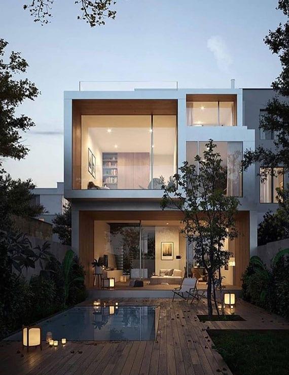 modernes einfamilienhaus mit panoramaverglasung und blick auf schönen hofgarten mit holzterrasse und ebenerdigem gartenpool