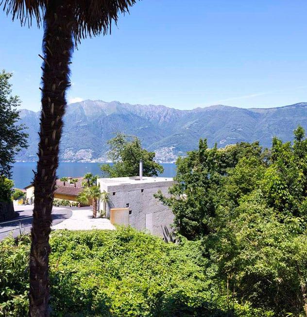 betonhaus in außergewöhnlicher form am Lago Maggiore