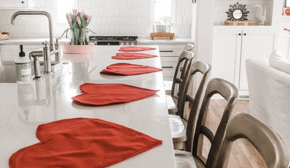 schöne-valentinstag-dekoidee-für-romantische-atmosphäre-in-der-küche