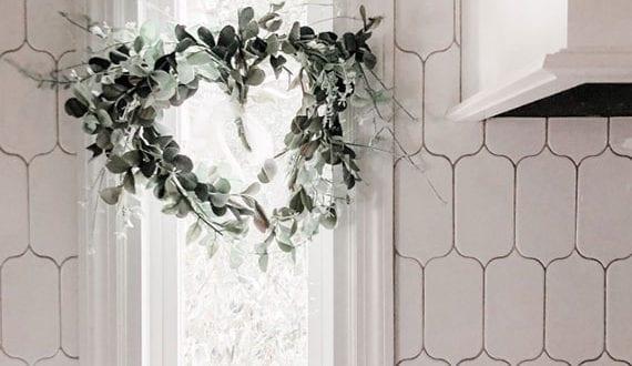 schöne-valentinstag-dekoration-fürs-fenster