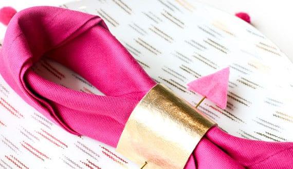 tisch-passend-zum-valentinstag-decken-mit-diy-serviettenringen