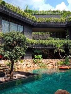 traumhaus-mit-außergewöhnlichem-garten-mit-pool_einzigartige-ideen-für-eine-echte-Sommeroase